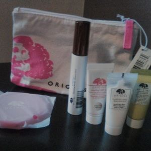 Origins 4 piece Valentine's gift set